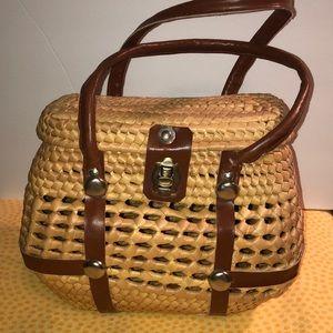 Vintage woven basket purse 👛